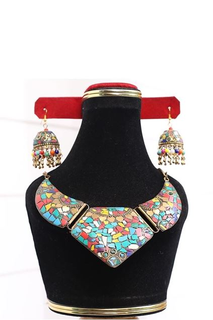 Picture of Cut Stone Set With Jhumkas